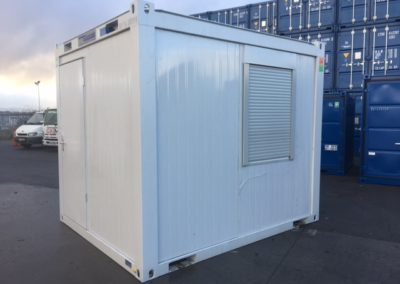 10ft x 8ft office with closed shutter